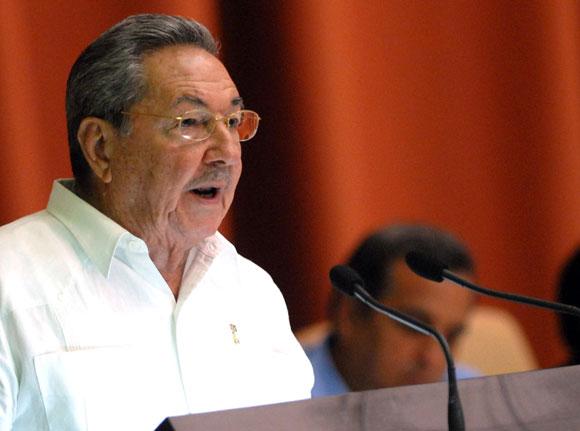 """Raúl Castro  Ruz: """"La unidad entre los revolucionarios y entre la dirección de la Revolución y la mayoría del pueblo es nuestra más importante arma estratégica """"."""